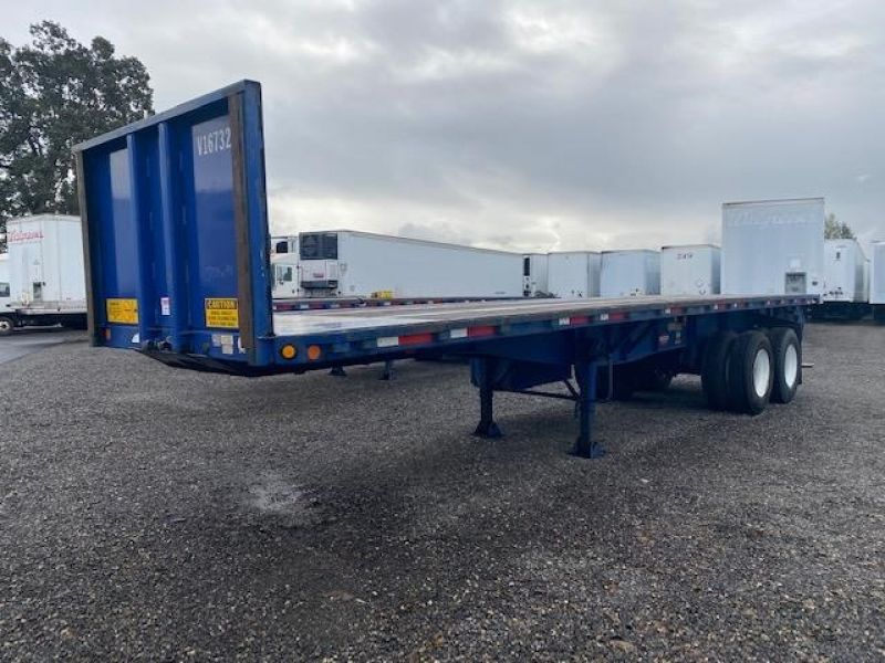 2008 UTILITY 32' FLAT BED WITH FORKLIFT KIT(MOFFETT) 6157119169